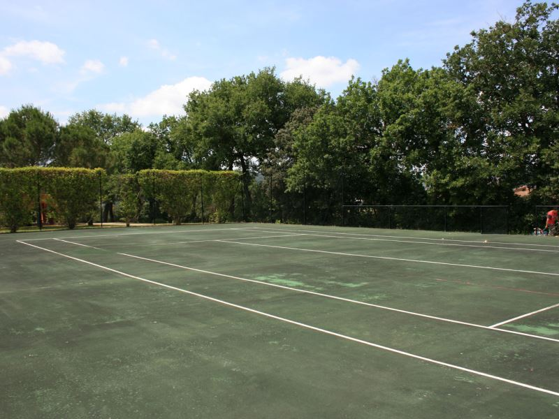La Contea private tennis court