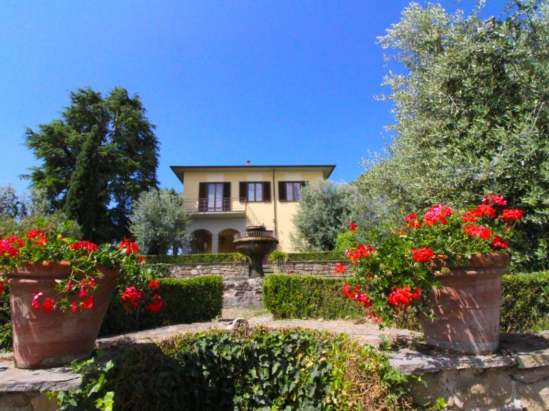 Il Poggiolo villa sleeps 8 private pool private tennis court