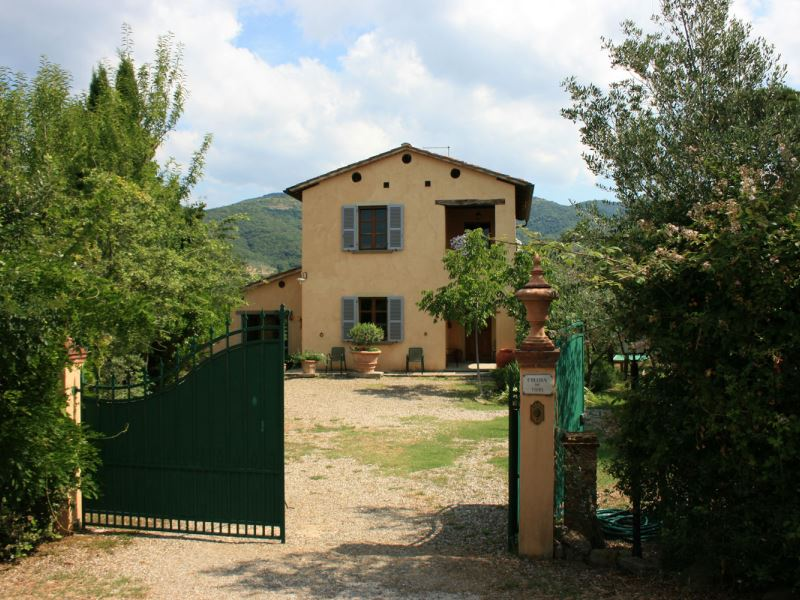 Collina dei Fiori house with tennis court