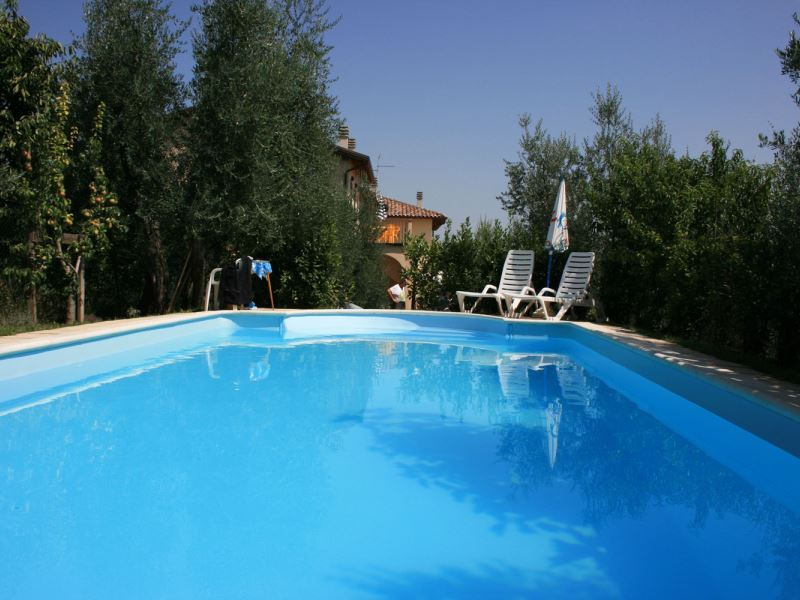 Casa Fanfulla sleeps 11 in 2 apartments with pool