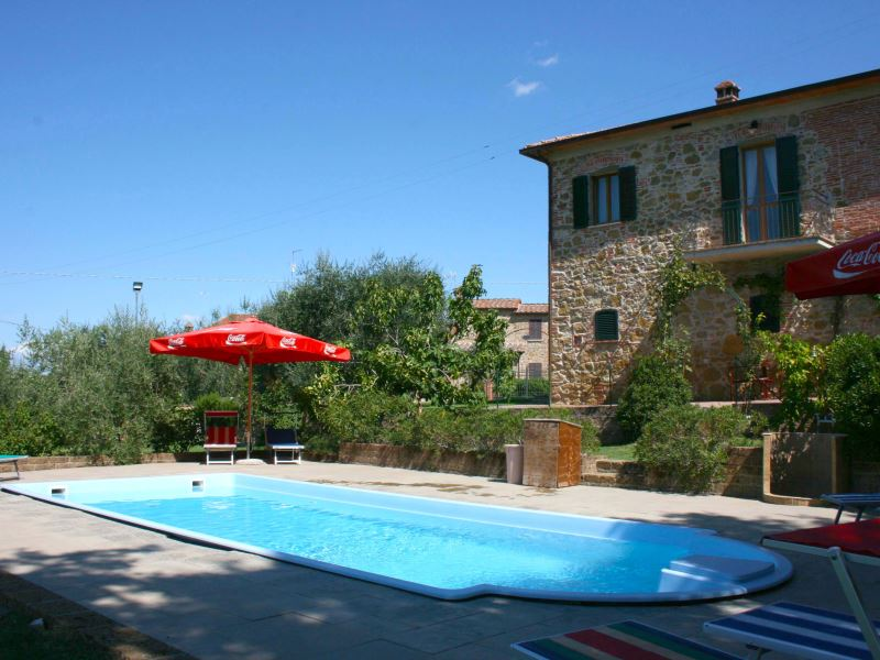 Casa Felice, sleeps 10, walk to town, Tuscany