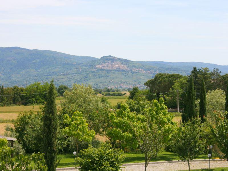 Views of Cortona from large group villa Marcigliano sleeps 20