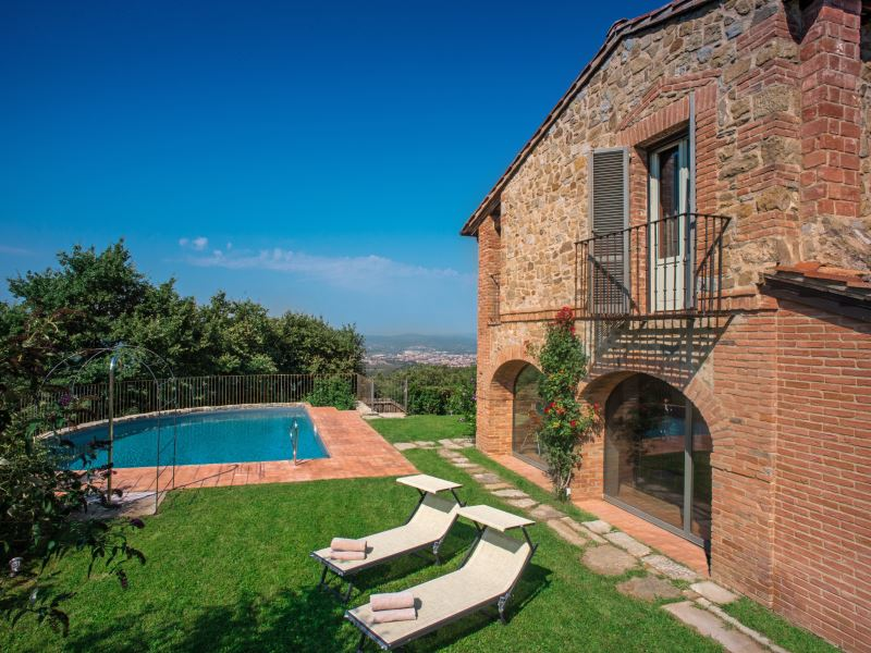 Villa Mandorlo near Arezzo private pool sleeps 10