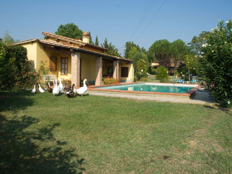 Pagliazzone small villa walk to town tuscany