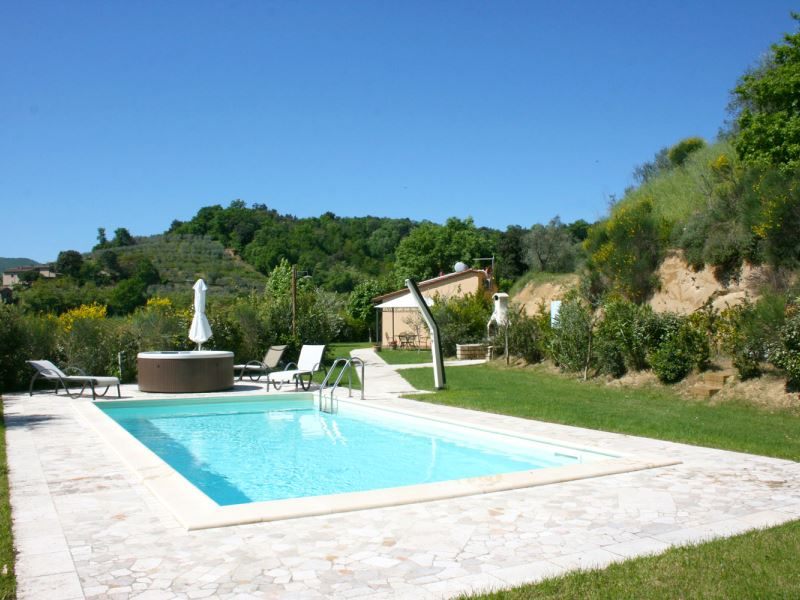 Casa Cervognano - small villa with private pool and outdoor jacuzzi. Ideal for honeymoon.