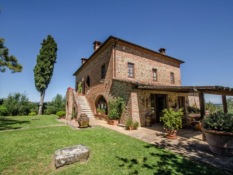 Villa Scianellone, private pool, walk to town, sleep 11