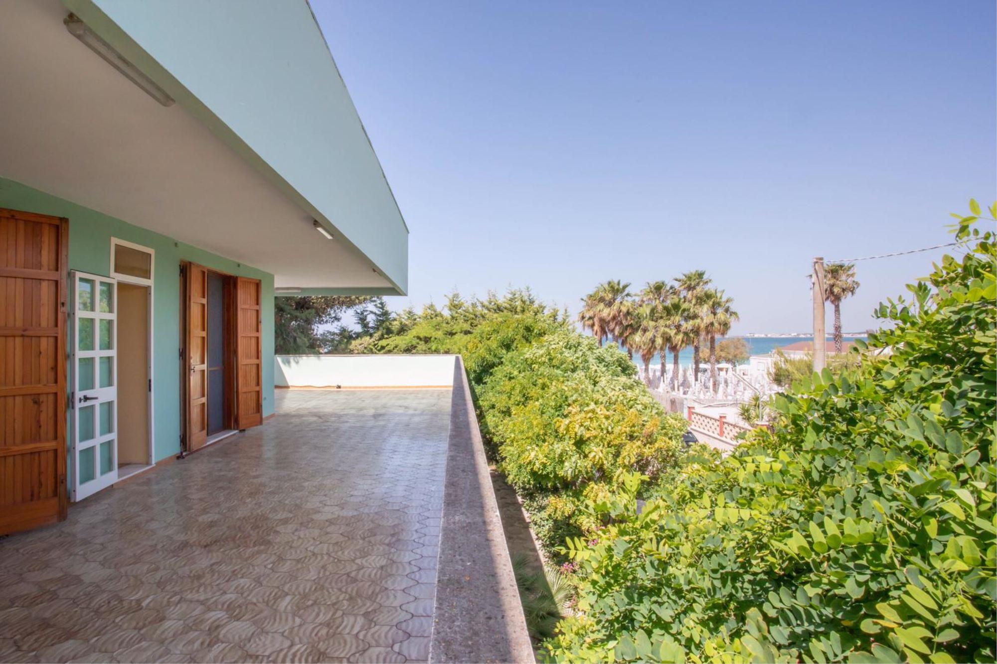 Villa Mediterraneo, sulla spiaggia di Torre Lapillo