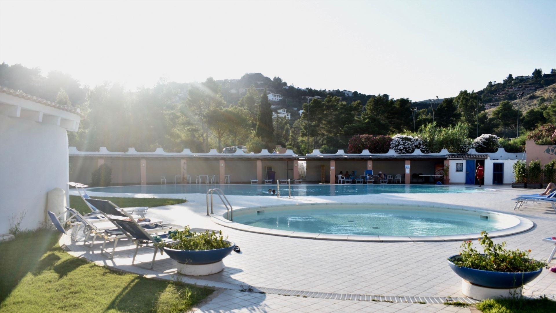 CHIA Villaggio CAPO BLU con piscina